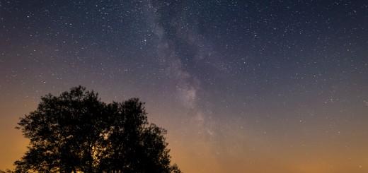 Das gelbe Lichtband am Horizont stammt vom etwa 20km entfernten Rathenow.